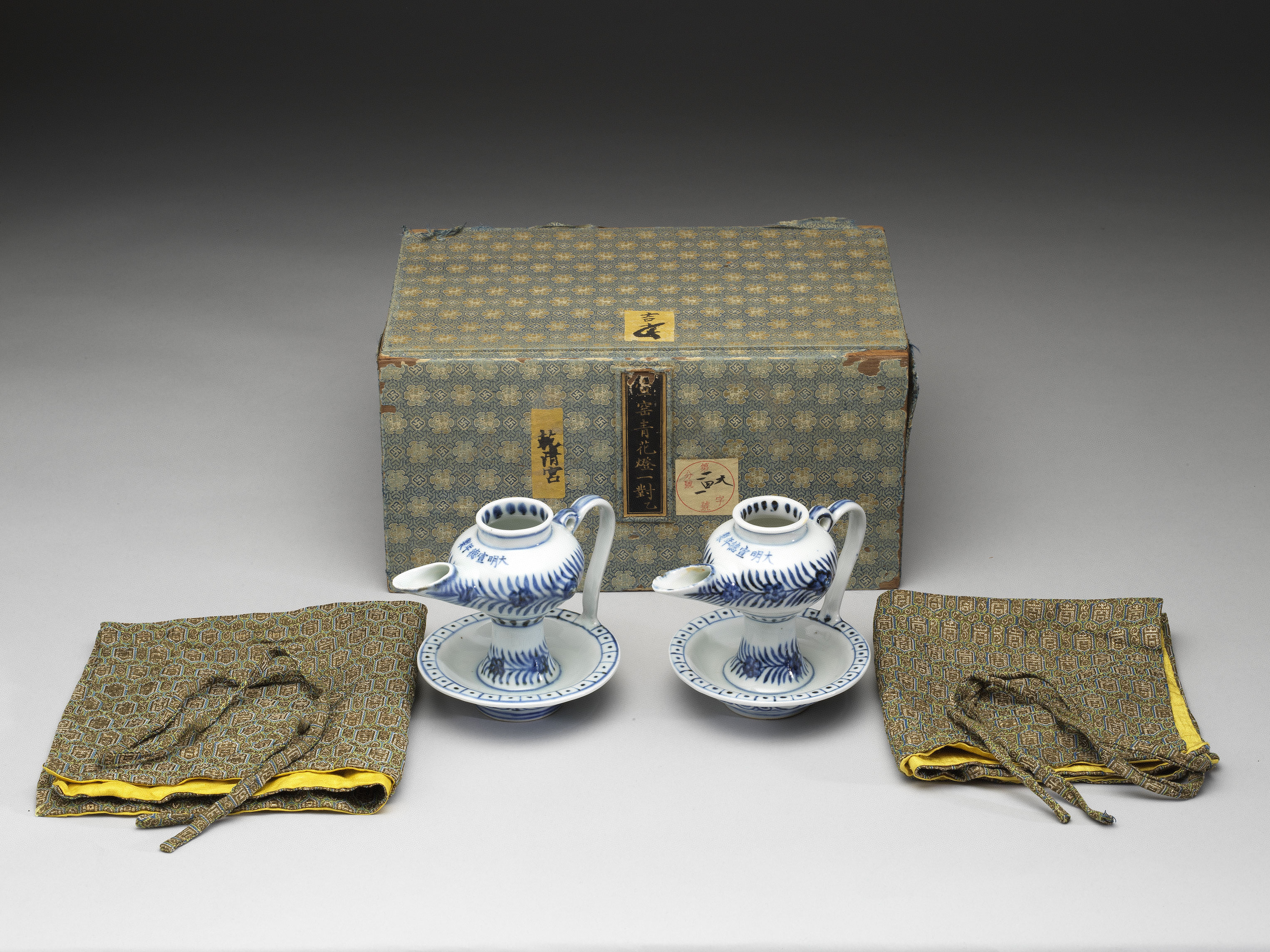 Story Of A Brand Name The Collection And Packaging Aesthetics Of The Qing Emperor Qianlong