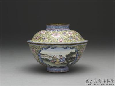 清 乾隆款 銅胎畫琺瑯黃地彩花開光人物蓋碗