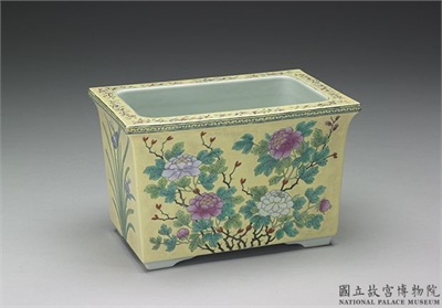清 同治-光緒朝 「體和殿製」款 粉彩瓷黃地牡丹長方盆