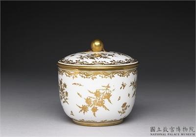 十八世紀法國賽佛爾窯白釉金彩花卉瓷罐
