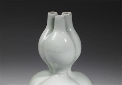 冬青釉三孔葫蘆瓶