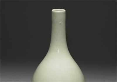 清 雍正款 冬青釉中撢瓶