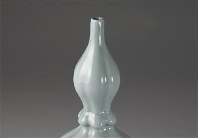 清 雍正款 凍青釉葫盧瓶