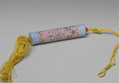 清 粉紅地粉彩纏枝花卉瓷牙籤筒