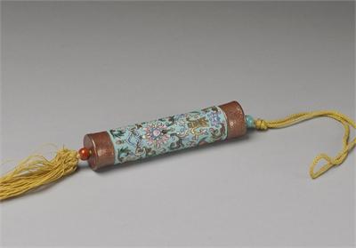 清 淺藍地粉彩纏枝花卉瓷牙籤筒