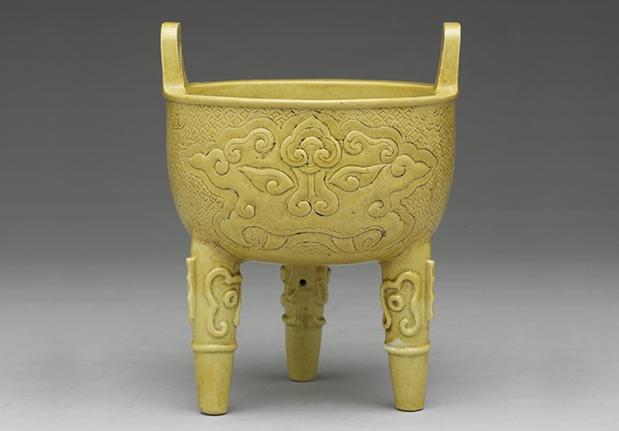 嬌黃錐拱獸面紋鼎
