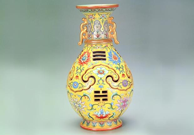 黃釉粉彩八卦如意轉心套瓶
