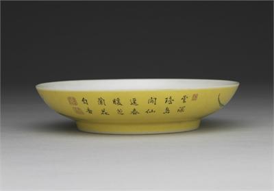 清 雍正 瓷胎畫琺瑯黃地芝蘭圖盤