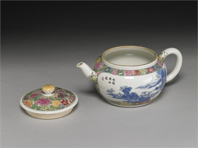 Teapot with blue landscape in falangcai polychrome enamels