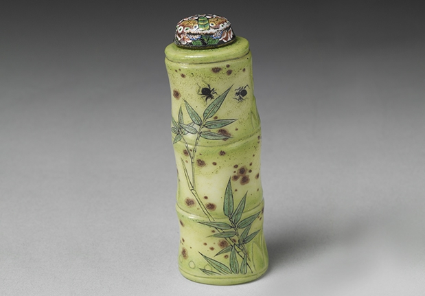 Glass Enameled Snuff Bottle in the Shape of a Bamboo Segment