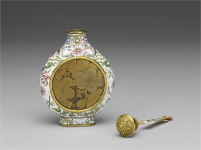 Copper-body Painted Enamel Snuff Bottle with a Maki-e Floral Lacquer Inlay