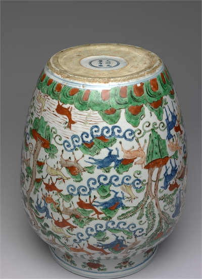 Vase with wucai polychrome decoration of