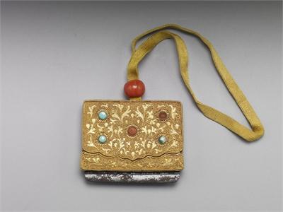 鍍金嵌松石珊瑚火鐮盒 附乾隆款雕漆盒